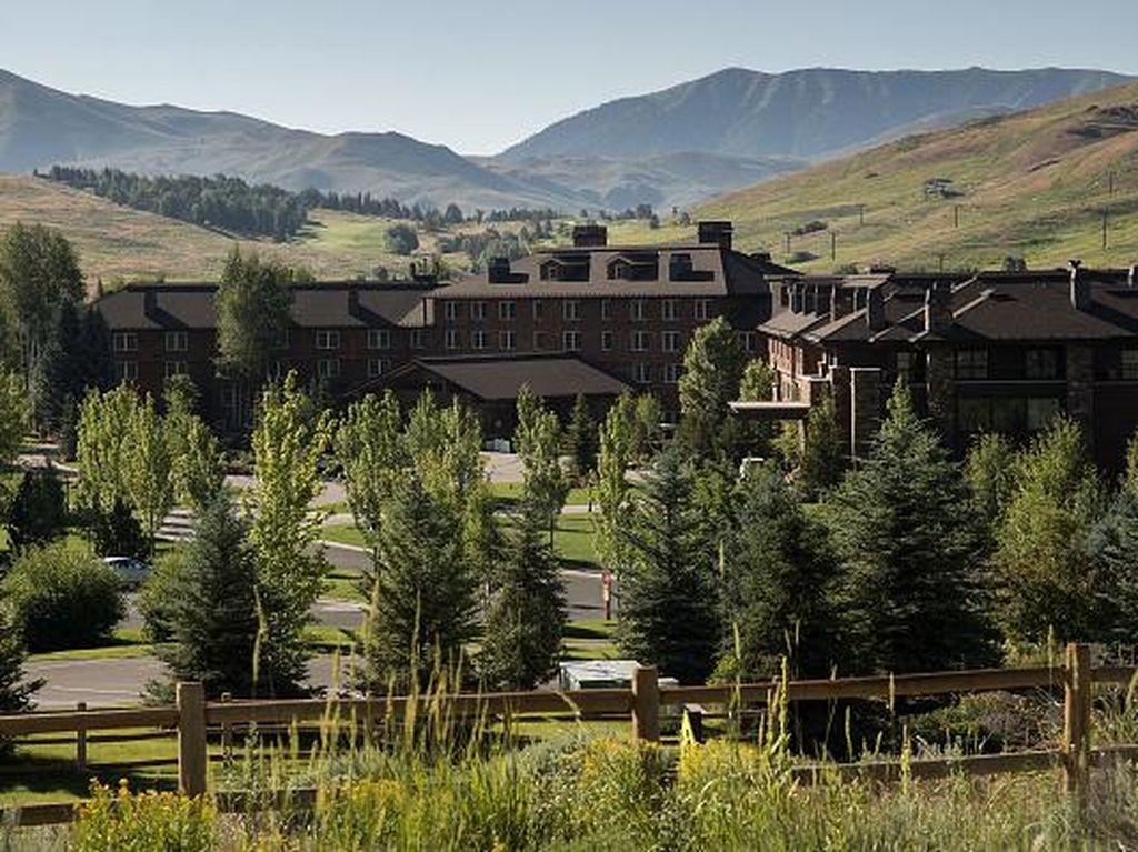 Ini lokasi resort yang jadi tempat pertemuan mereka. Foto: Getty Images