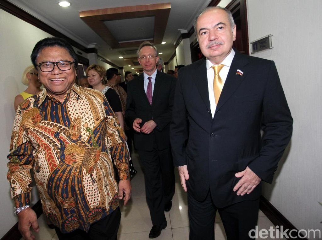 Pertemuan tersebut membicarakan soal investasi Rusia di Indonesia dan juga mengenai pertambangan emas, boxit, batubara, gas, aluminium.