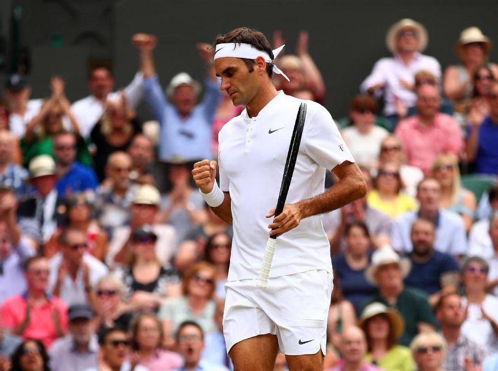 Dalam pertandingan di Centre Court, Federer merebut set pertama dengan skor 6-3 usai dua kali mematahkan servis Cilic. Foto: Clive Brunskill/Getty Images
