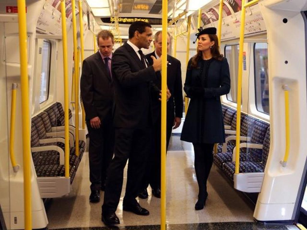 Putri Chaterine meninjau MRT di London. Foto: Getty Images