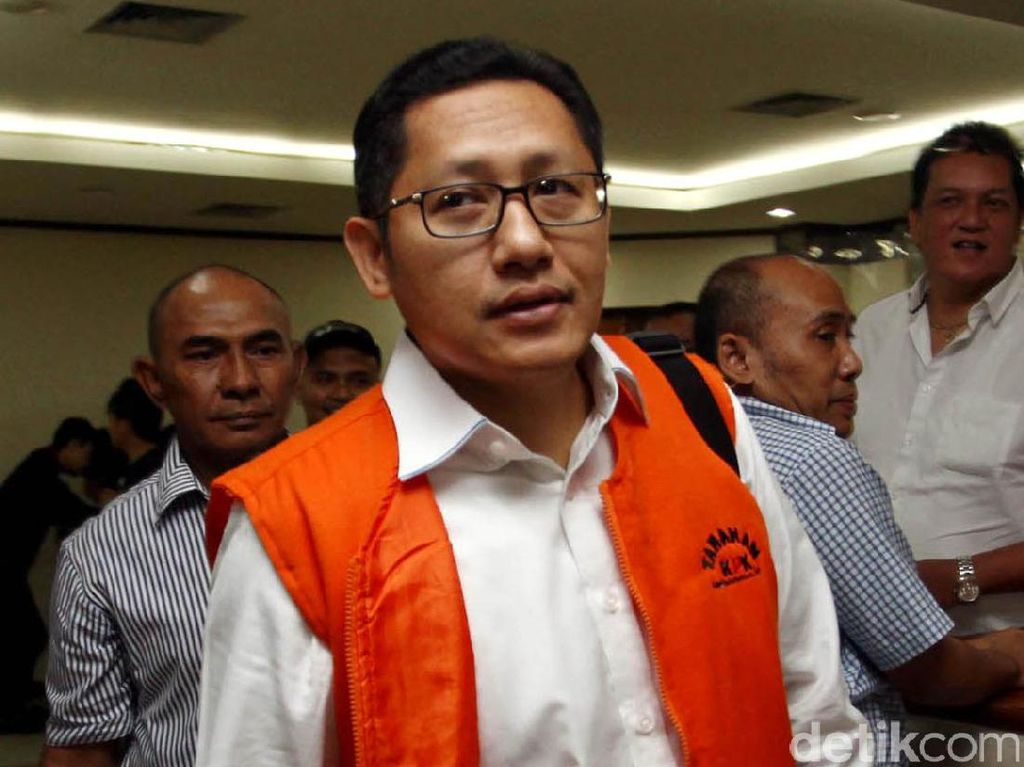 Kemudian, ada Ketum Partai Demokrat Anas Urbaningrum. Anas jadi tersangka berkat nyanyian Bendahara Umum Partai Demokrat, Nazaruddin di kasus suap proyek Wisma Atlet SEA Games. Rachman Haryanto.