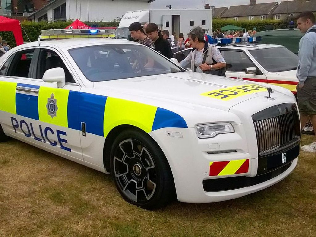 Mobil Polisi Miliaran Rupiah