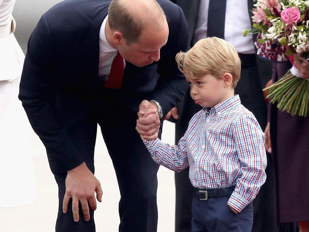 Foto: Aksi Menggemaskan Pangeran George dan Putri Charlotte di Polandia