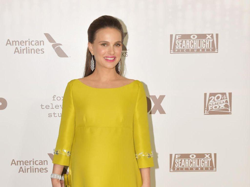Foto: 10 Penampilan Anggun Natalie Portman Dibalut Gaun Malam