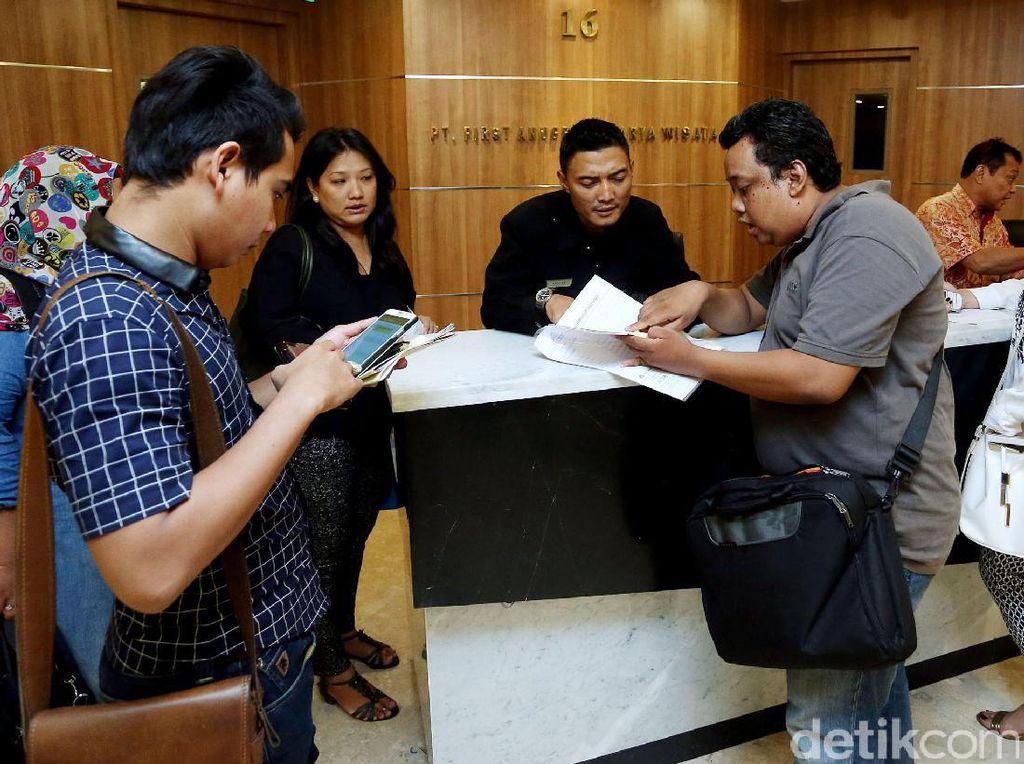 Kantor First Travel Kembali Didatangi Jemaah Umrah