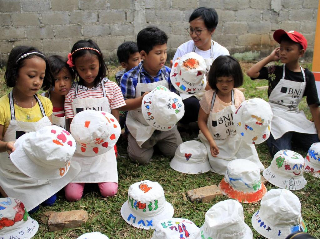 Ratusan Anak Belajar Kerajinan Tangan