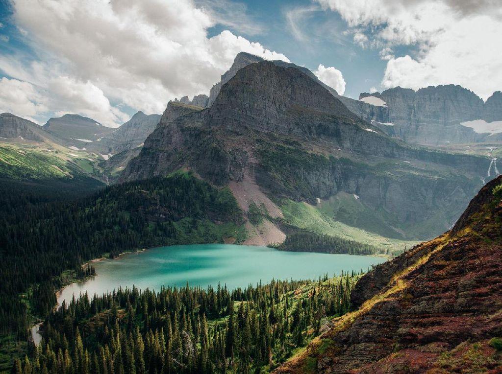 Niat Ambil Foto, Traveler Ini Malah Jatuh dari Tebing Setinggi 30 Meter