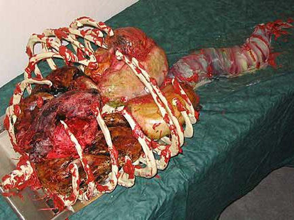 Hiii... Seram! 11 Kue Ini Bentuknya Persis Potongan Tubuh Manusia, Berani Cicip?