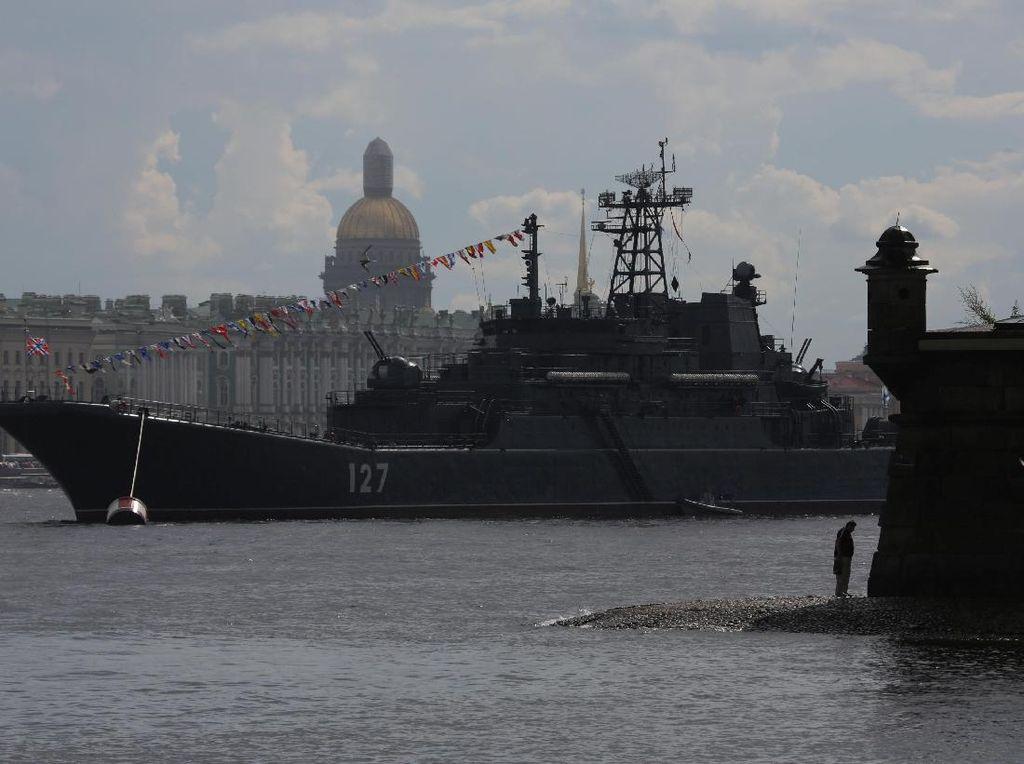 Foto: Melihat Kapal-kapal Militer di Dunia yang Curi Perhatian