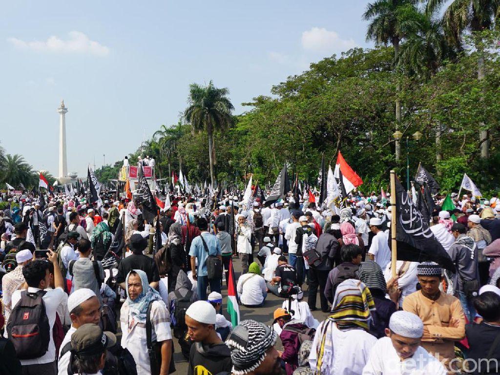Foto: Protes Perppu Ormas, Massa Aksi 287 Padati Silang Monas