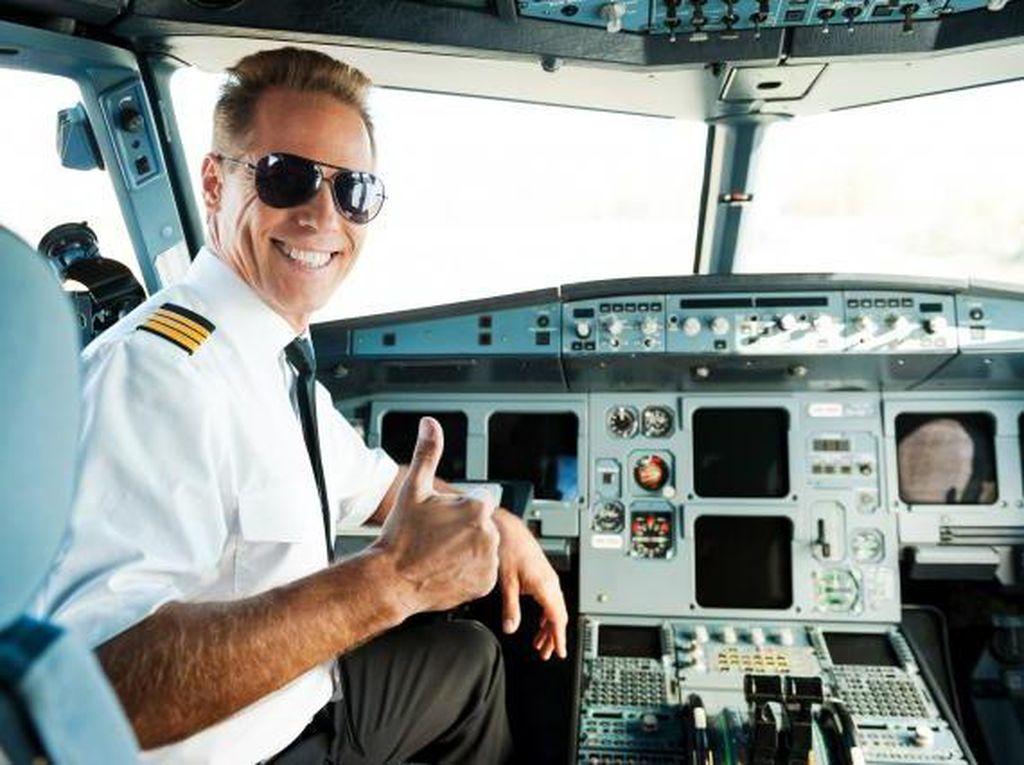 Jangan Bilang Siapa-siapa! Ini yang Dilakukan Pilot di Balik Kokpit