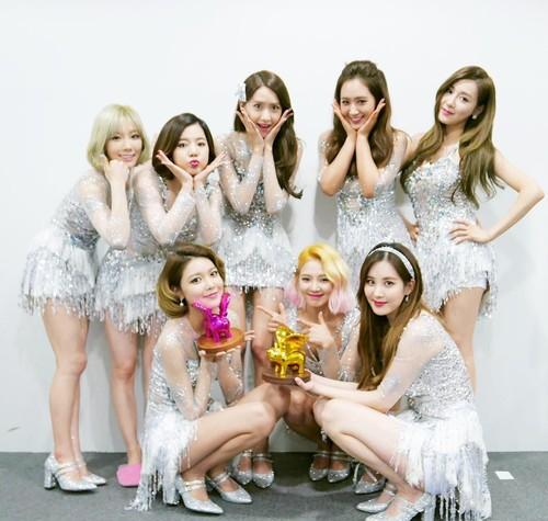 Foto: Gaya Modis SNSD, Girlband Korea yang Jadi Kontroversi karena HUT RI