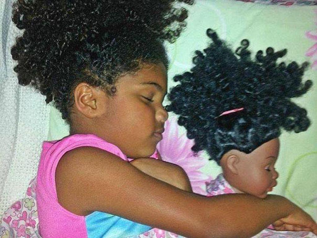 Gemas, 10 Foto Bayi yang Mirip Boneka Mainannya