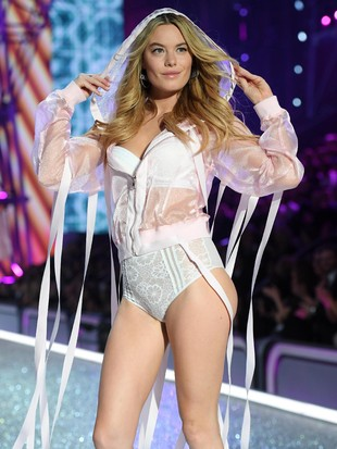Foto: Cantik dan Seksi, 8 Model Baru di Fashion Show Victorias Secret 2017