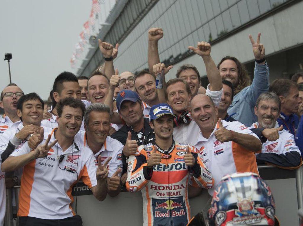 Pedrosa berhasil membuat Repsol Honda finis 1-2. Ini merupakan podium ke-150 sepanjang karier Pedrosa di balap motor grand prix. (Foto: Mirco Lazzari gp/Getty Images)