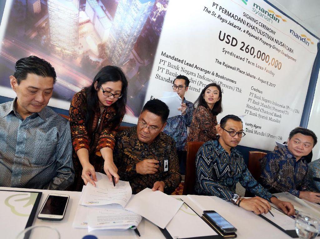 Pihak bank yang memberikan kredit ini adalah PT Bank Negara Indonesia (Persero) Tbk, PT Bank Mandiri (Persero) Tbk, PT Bank Syariah Mandiri dan Standard Chartered Bank.