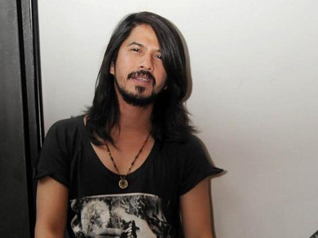 Foto: 10 Penampilan Keren Artis Pria Saat Berambut Gondrong