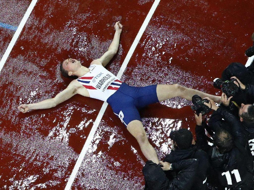 Ekspresi Karsten Warholm dari Norwegia usai meraih medali emas lari no 400 meter putra. REUTERS/Fabrizio Bensch.