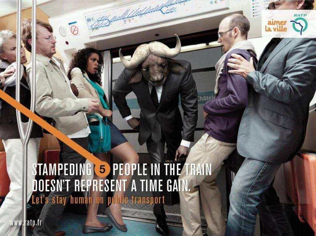 Menerobos pintu masuk ketika penumpang keluar seharusnya didahulukan. Foto: ratp.fr
