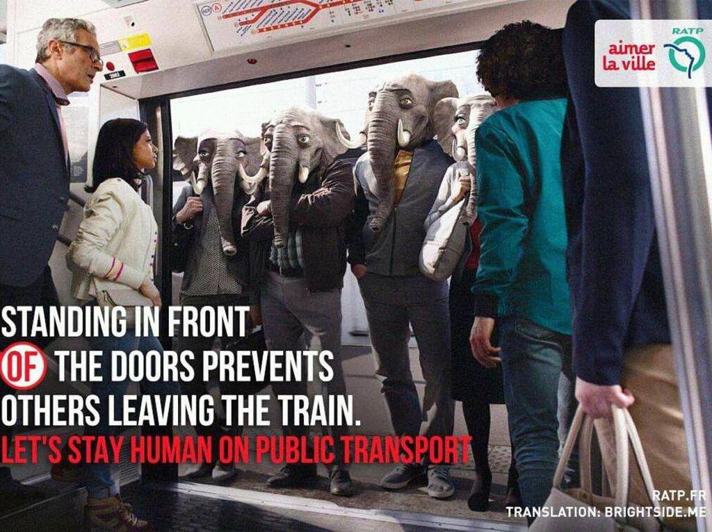 Potret penumpang berdiri di pintu yang tak mau mengalah. Foto: ratp.fr