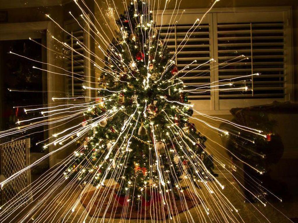 Hasil foto zoom dari cahaya yang dikeluarkan dari lampu natal. (Foto:bryce901/boredpanda)