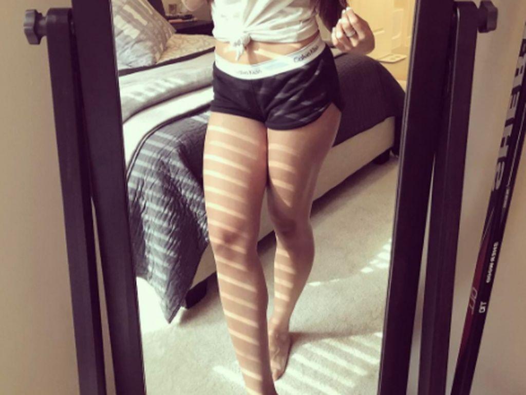 iPhone yang kini jadi andalan Mia Khalifa adalah iPhone 7 Plus. Foto: Instagram Mia Khalifa