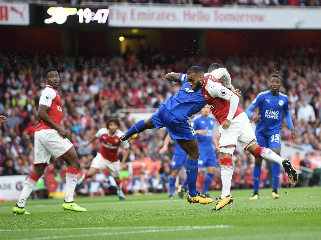 Arsenal sudah unggul di menit kedua pertandingan. Penyerang anyarnya, Alexandre Lacazette, mencetak gol pada debutnya di Premier League. (Foto: Michael Regan/Getty Images)
