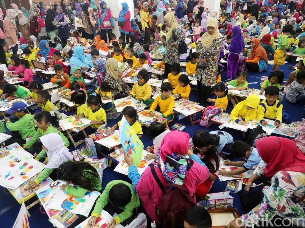 Lomba ini diikuti riabuan murid TK dari berbagai sekolah di Jakarta.