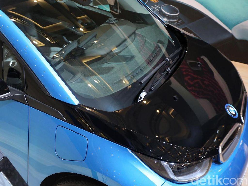 Kombinasi motor listrik dan REx dapat membawa kendaraan ini sejauh hingga 330km.
