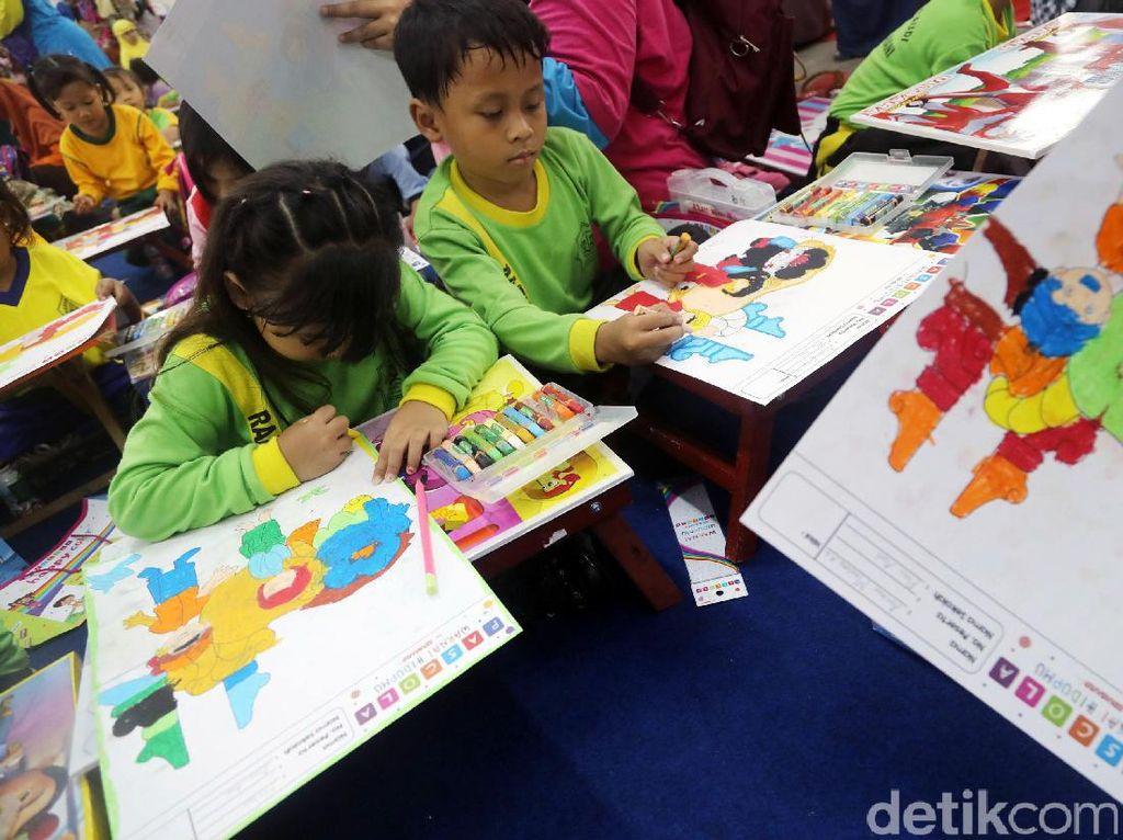 Lomba ini yang diadakan oleh alat mewarnai Pascola ini mengangkat budaya Indonesia yang kaya warna.
