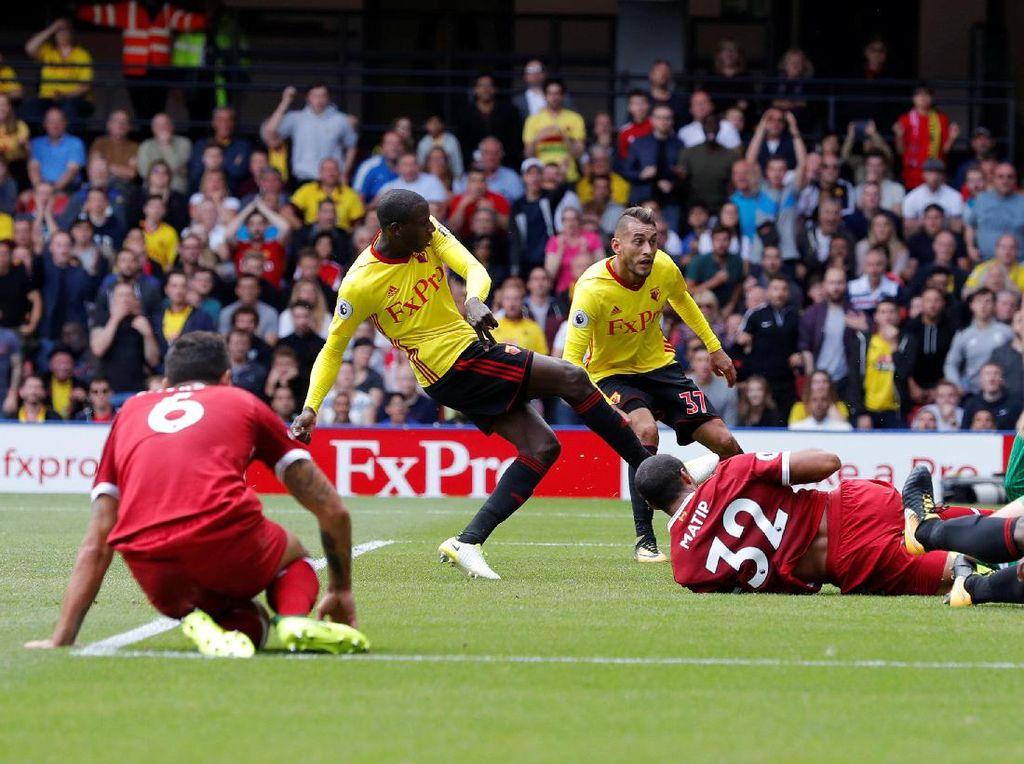 Watford kembali unggul tiga menit kemudian lewat Abdoulaye Doucoure di menit ke-32. Skor 2-1 bertahan hingga babak pertama usai (Foto: Action Images via Reuters / Andrew Couldridge)