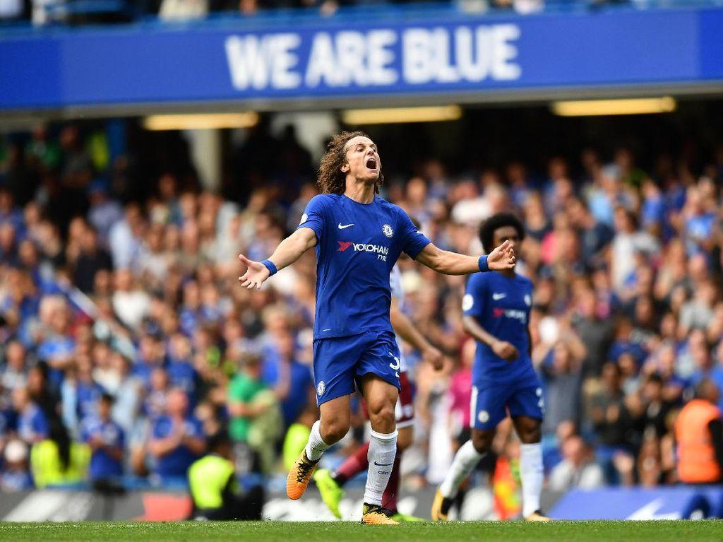 Satu gol lain Chelsea dibuat David Luiz. Bek Brasil itu menjebol gawang Burnley pada menit ke-88. (Dan Mullan/Getty Images)