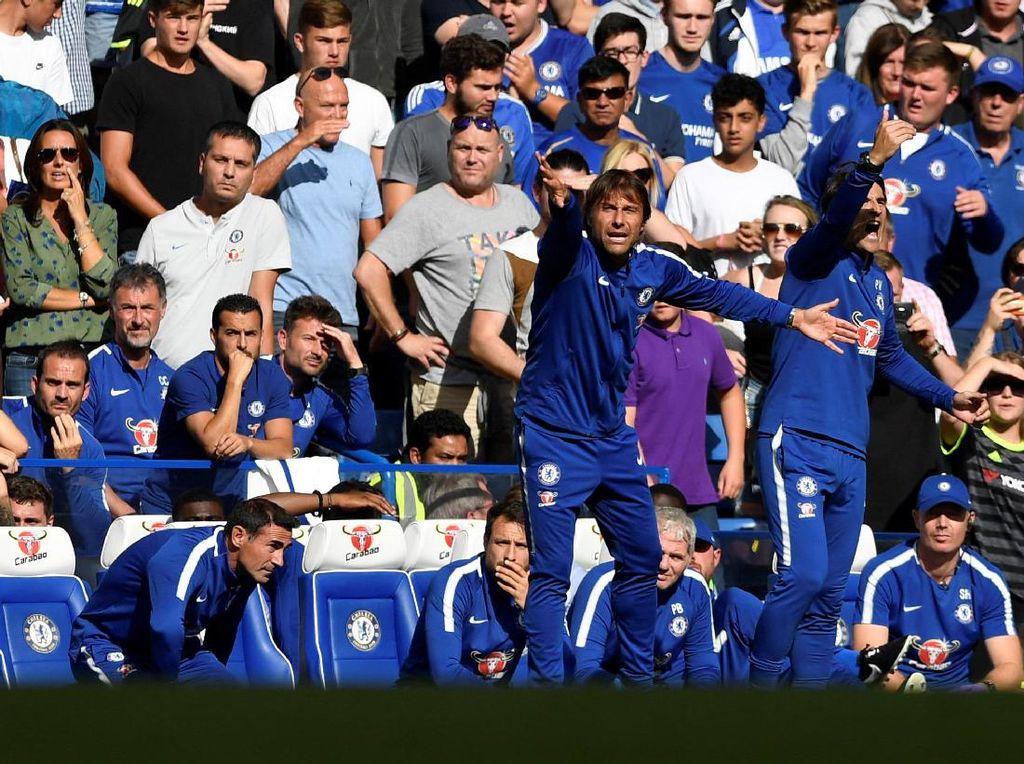 Antonio Conte ditunggu tugas berat untuk mengembalikan mental dan performa Chelsea usai kekalahan itu.(Tony OBrien /Reuters)