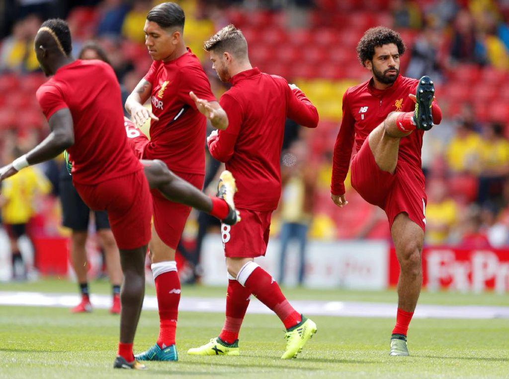 Para pemain Liverpool melakukan pemanasan sebelum laga di Vicarage Road, Sabtu (12/8/2017) dimulai (Foto: Reuters / Andrew Couldridge Livepic)