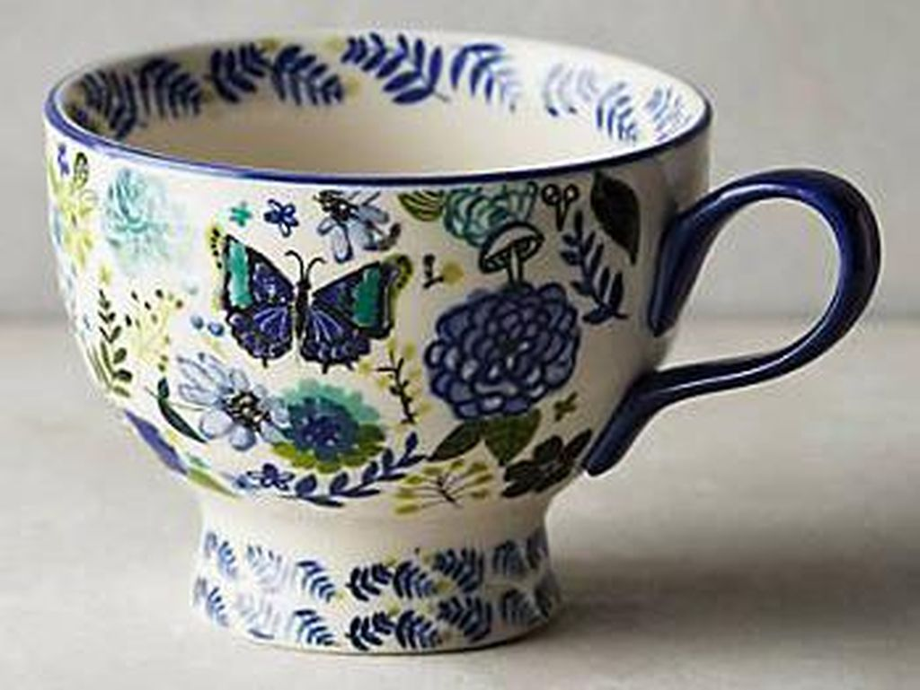 Cangkir teh porselin China dengan warna biru klasik ini merupakan salah satu desain vintage. Elegan dan cocok dipadu dengan warna putih atau biru muda. (Foto: Istimewa)