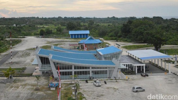 Kecantikan Bandara Matahora di Wakatobi