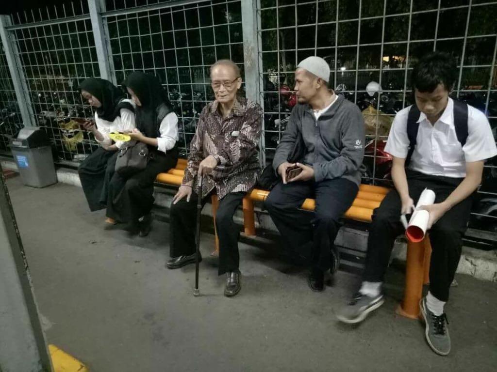 Alasan Buya memilih naik KRL sederhana: Aman dan cepat, ujar Buya. Foto: Dok. LSBO PP Muhammadiyah