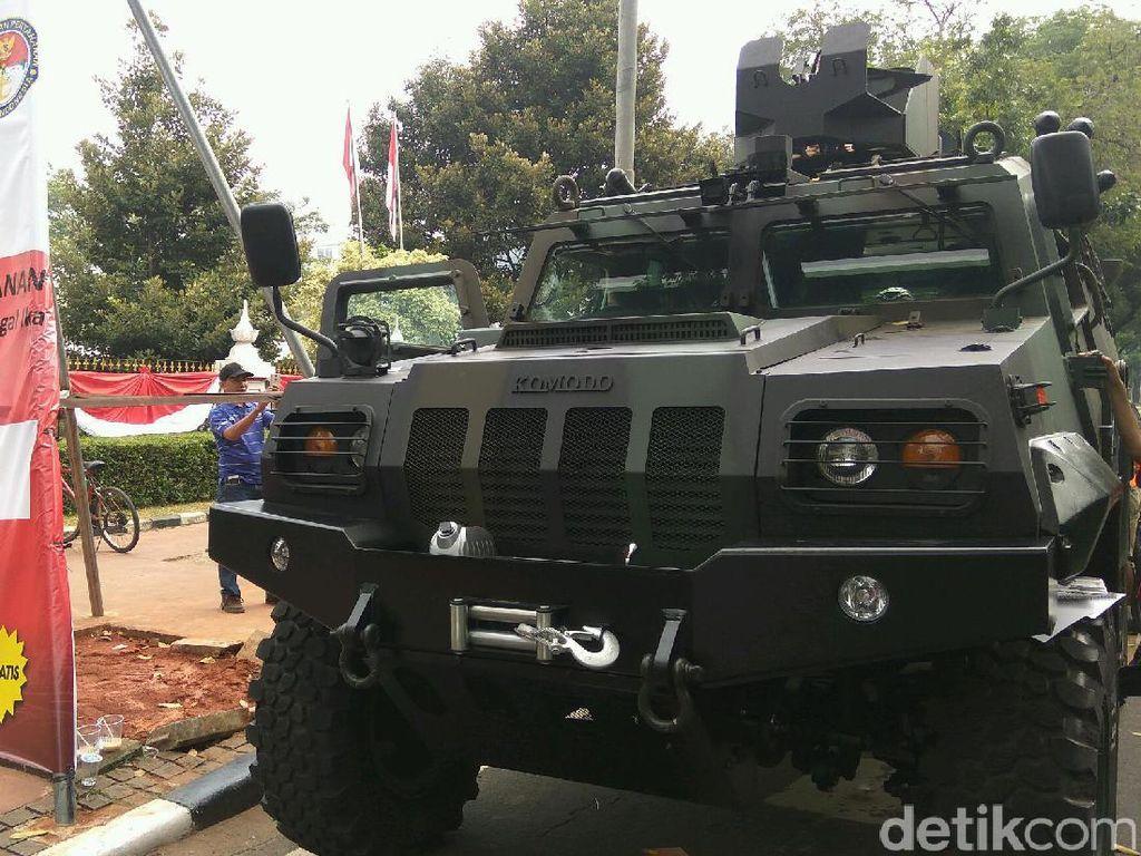 Salah satu yang dipamerkan yaitu mobil komodo dari PT Pindad (Foto: Akhmad Mustaqim/detikcom)