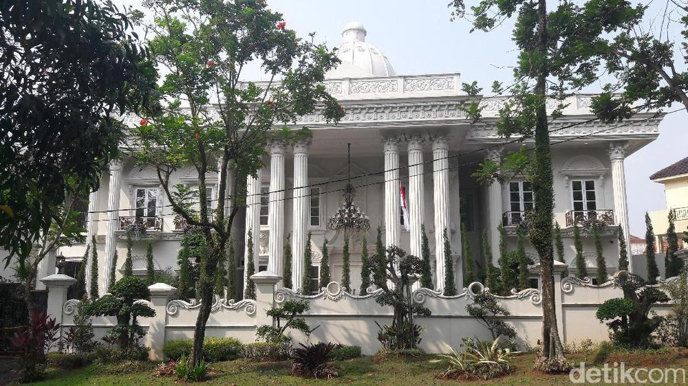 'Istana' Mewah Bos First Travel
