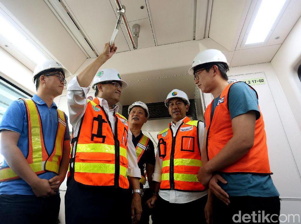 Menhub Budi Karya Jajal Skytrain Bandara