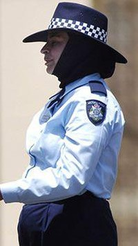 Cerita Perjuangan Polisi Berhijab Pertama di Australia Saat Bertugas