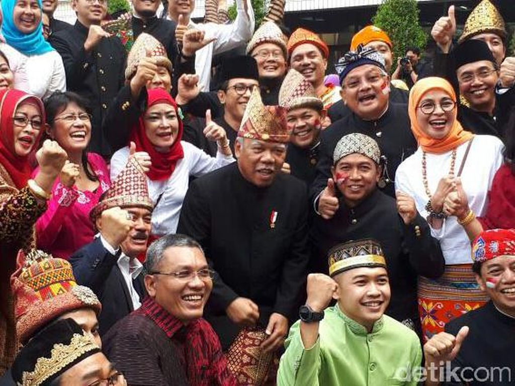 Kalau ini Menteri PUPR Basuki Hadimuljono beserta jajarannya. Foto: dok. detik