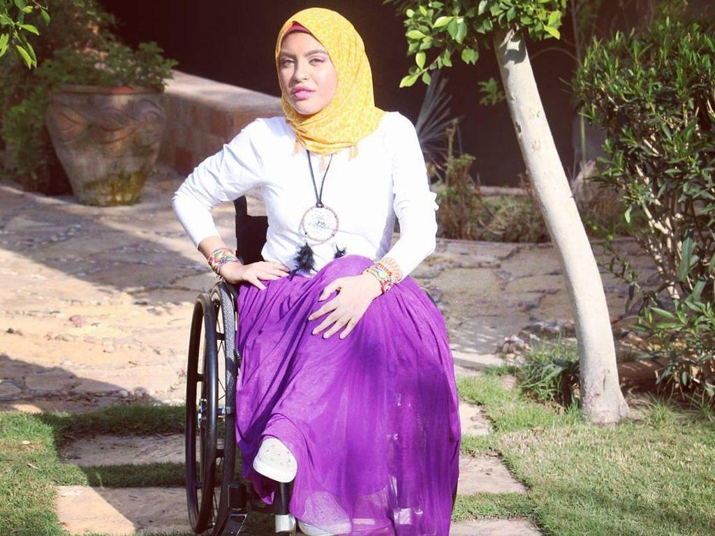 Rania Roushdy, Hijabers Cantik yang Berjuang Jadi Model di Atas Kursi Roda