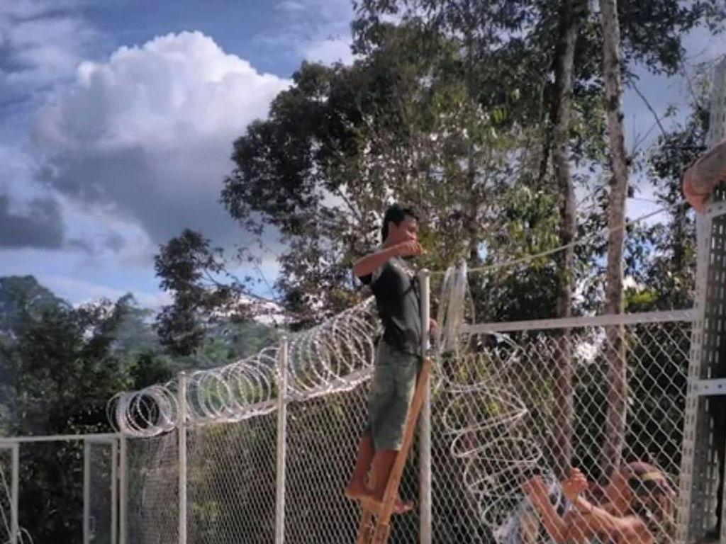 Pemasangan pagar BTS.(Foto: BAKTI/Kominfo)