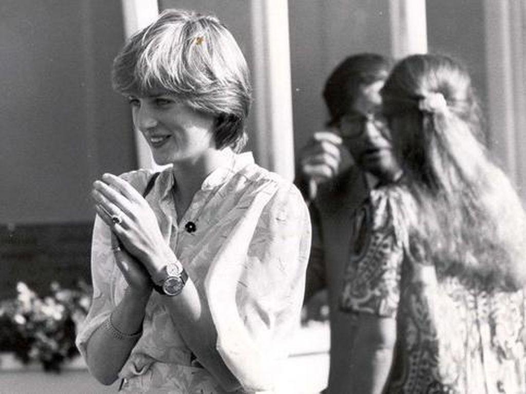 Ada Alasan Khusus Saat Putri Diana Pakai 2 Jam Tangan Sekaligus
