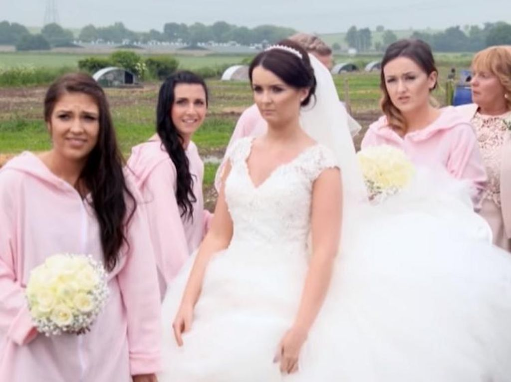 Unik! Pasangan Ini Habiskan Rp 242 Juta Gelar Pernikahan di Kandang Babi