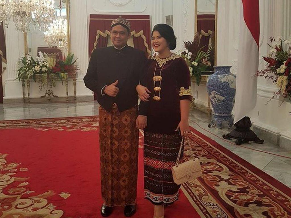 Saat memperingati hari kemerdekaaan RI di Istana, Kahiyang dan Bobby mendeklarasikan status mereka sebagai Mr & Mrs soon.