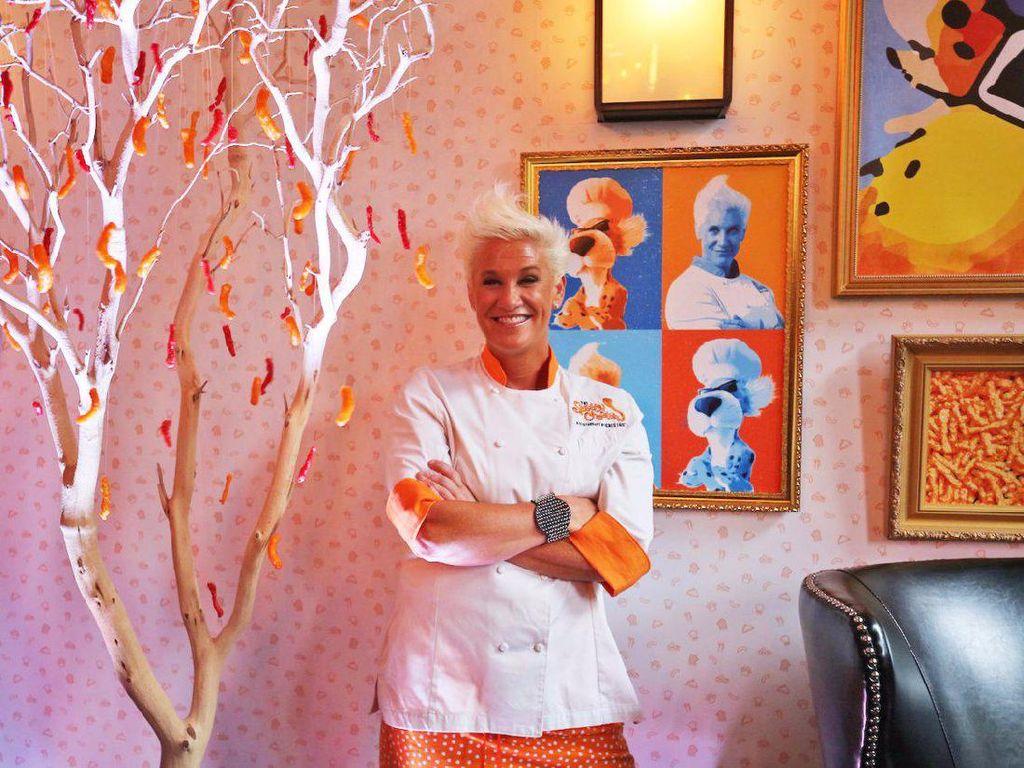 Inilah Anne Burrell, sosok chef yang berkreasi di dapur The Spotted Cheetah.  Foto: Istimewa