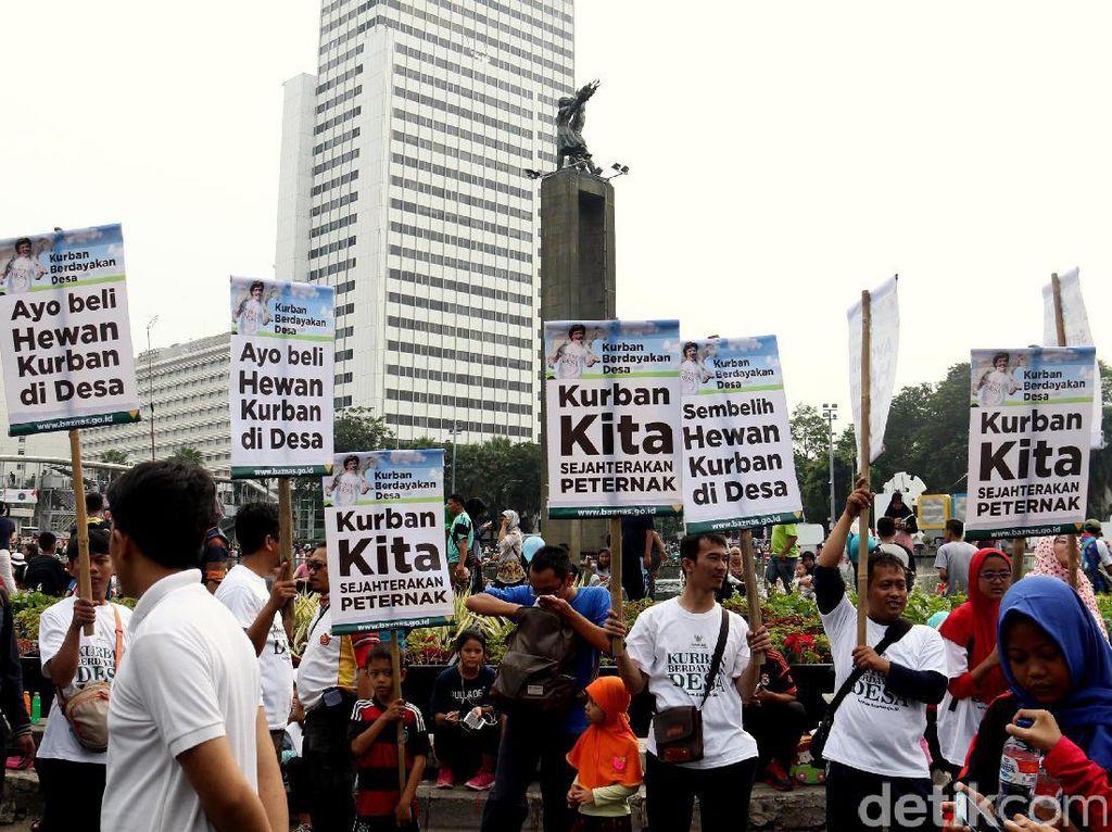 Aksi simpatik digelar untuk mengajak warga Jakarta untuk melaksanakan kurban dengan cara membeli, menyembelih dan didistribusikan ke desa-desa.