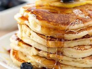 7 Pancake Lembut Enak Buat Sarapan, Ada Cokelat, Matcha hingga Red Velvet